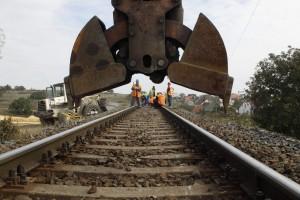 Megerõsítik a megcsúszott vasúti töltést Herend és Veszpr